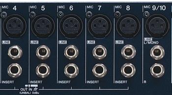 """Una mirada a la sección de conexión de la Yamaha. Nota las entradas """"mic"""" XLR y """"line"""" jack, y en los canales 1 a 8, jacks de insert para conectar efectos dinámicos."""